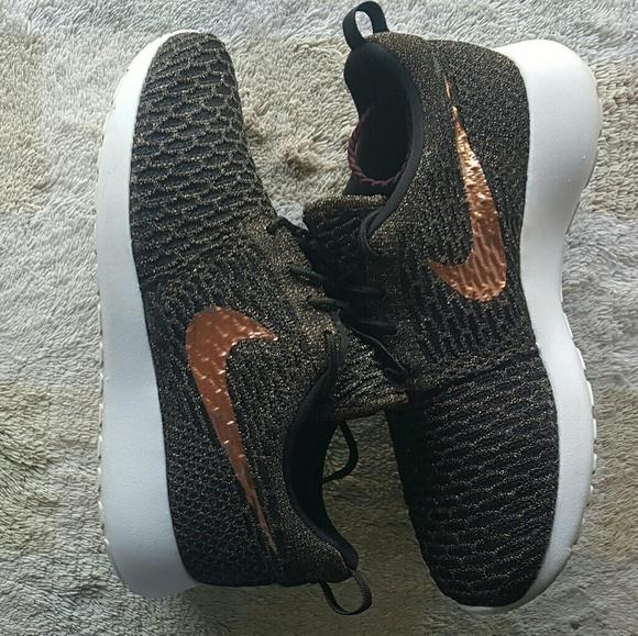 on sale aa47f 70b0d Women s Nike Roshe Run one Flyknit Nike ID. M 5add1c7f3a112e9483e25f8e